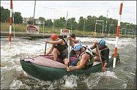 Výcvik hasičů na divoké vodě.