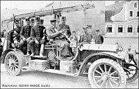 Jedna z prvních fotografií hasičského automobilu 1910 Praga 18 HP krátce po předání sboru