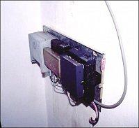 : Tak tohle je převaděč, umístěný na stěnu na dámské toaletě (!!) nejmenovaného objektu (asi tam pů