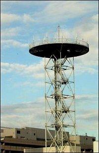 Taktéž základnové stanice pro tamní vyspělé sítě mobilních telefonů (naše GSM tam nefunguje) vypadaj