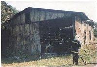 Požár skladu chemikálií ve VÚVaB v Dole – foto HZSP Aero