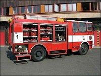 Na pravoboku jsou čerpadla, armatury, hasicí a dýchací přístroje.