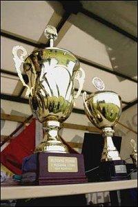 """Vlevo pohár pro vítěze """"Superfinále"""""""