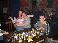 Společenský večer v hasičském baru. Radek K., Romana a Hans.