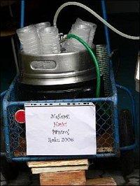 Tenhle hasicí přístroj hasí úplně jiné problémy. Foto: Stanislav Lánský