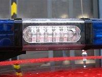 detail světla Whelen Super-LED s čirým překrytem