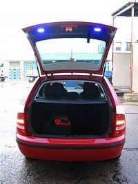 LED-světla Whelen TIR3 ve dveřích kufru