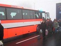 na místo se dostavil i evakuační autobus HZS MSK