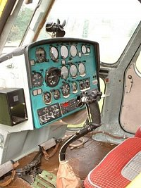 """Palubní deska """"sólo verze"""" Mi-2, foto Ondřej Franěk, <a href=""""http://www.zachrannasluzba.cz""""target=_"""