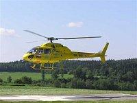 Vrtulník AS 355 OK-BIC vzlétá k záchranné akci. Tento vrtulník firma DSA provozovala na stanovišti L