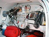 """Zadní část kabiny v Bo 105CBS4 v provedení LZS. Foto Ondřej Franěk, <a href=""""http://www.zachrannaslu"""