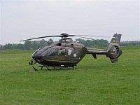 Vrtulník EC 135T1 OK-DSA společnosti DSA. Vrtulníky této firmy působí v současné době ze stanovišť L
