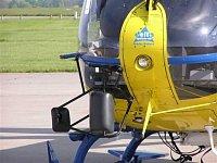 Zrcátka a střihač drátů na přídi EC-135T2, foto Pavel Nehybka.