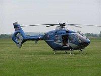 Policejní EC-135T2 (zde OK-BYA) v současné době působí ze stanovišť LZS v Praze, Hradci Králové a v