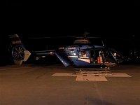 Policejní EC-135T2 OK-BYB ze stanoviště LZS v Praze při noční záchranné akci. Foto Ondřej Franěk, <a