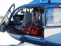 """Pohled do otevřeného policejního EC-135T2 v záchranné úpravě. Foto Ondřej Mrňávek, <a href=""""http://w"""