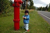 foto: Michal, hydrant a jeho synovec Kuba v Rakouských Alpách