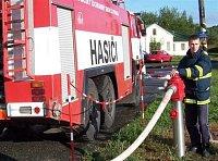 nadzemní hydrant u hasičské stanice HZS ČD Plzeň v areálu depa, slouží také jako plnící místo