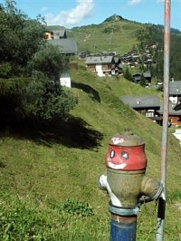 hydrant ve vesničce Saasgrunt ve švýcarských Alpách, foto kpt. Ing. Zdeněk Ráž, MV-GŘ HZS ČR