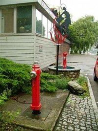 hydrant v německém Lindau na břehu Bodamského jezera. Oba hydranty stojí před místní hlavní hasičsko