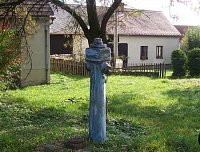 další hydrant v obci Zbilidy, tentokrát poněkud zašlý