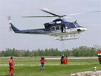 Policejní vrtulník Bell-412HP, B-4369. V ČR pro letecké hašení nejpoužívanější vrtulník. Foto Pavel