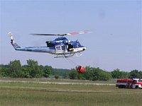 Policejní Bell-412EP, OK-BYP při finální části přiblížení. Všechny policejní Belly-412 jsou pod trup