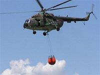 Vrtulník s plným bambi vakem stoupá a odlétá z místa plnění. Foto Pavel Nehybka.