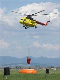 Vrtulník Mi-171, OM-AVO slovenské firmy UTAir se přibližuje k fireflexu. Foto Pavel Nehybka.