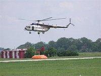 Vrtulník Mi-171, B-1730 slovenské policie se přibližuje k fireflexu. Foto Pavel Nehybka.