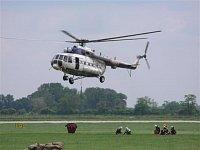 Přistávající Mi-171 slovenské policie. Foto Pavel Nehybka.