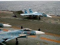 Su-27 připravený na start z lodi Kuzněcov
