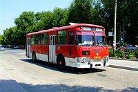 autobus LiAZ-677