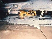 nehody palubních vozidel - z tohoto traktoru MD-3 vzešel nový palubní hasičák A/S 32 P-16/A