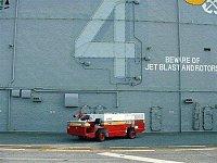 A/S32-P25 v barvách FDNY na palubě obojživelné vrtulníkové lodi LHA-4 USS Nassau