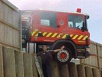 Perlička na závěr: Scania z MFB málem sjela v přístavu do vody...