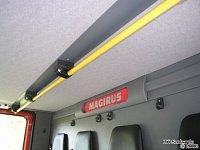Strop zadní kabiny je vybaven odpruženými držáky