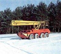 osmnáctimetrová plošina na transportéru BTR 80