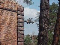 Práce jiného týmu ve spolupráci s vrtulníkem