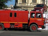 CASka hasičů Bukurešť, dobře patrné jsou armatury uprostřed vozu, za dveřmi je čerpadlo