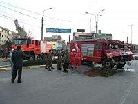 nehody se nevyhýbají ani rumunským hasičům, takhle dopadl jejich ROMAN po střetu s mixem, v pozadí n