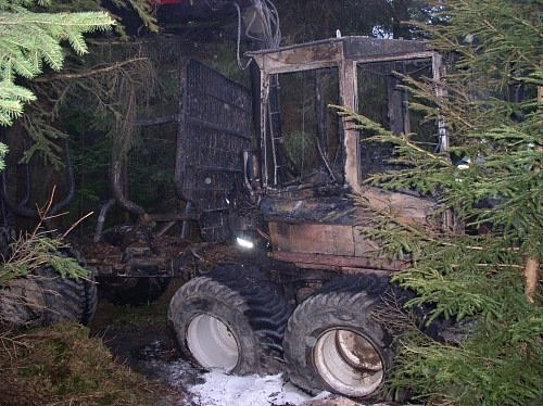 Požár stroje na těžbu dřeva 1