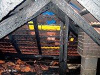 Blesk zapálil střechu rodinného domu