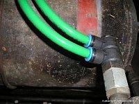 Rozvod vzduchu v plastových hadicích - větev do vzduchojemů