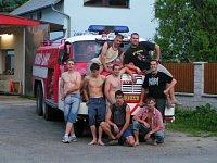 Členové SDH T.G.M. v Lánech po vlastní repasi Tatrovky