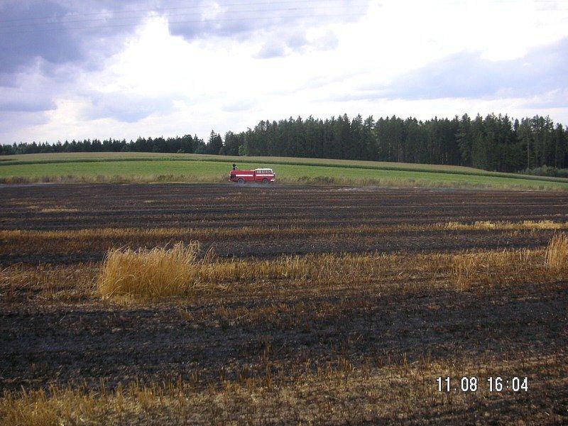 požár pole Útěchovice