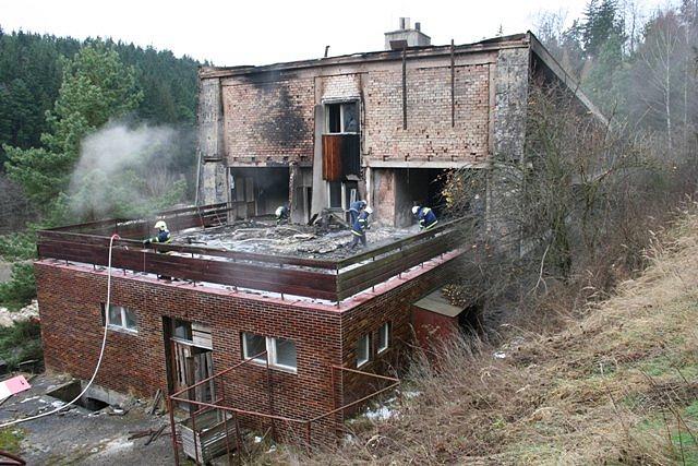 Požár bývalého hotelu v Kladkách