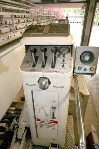 MACK CF/BAKER Aerialscope 75 - detail ovládacího pultu