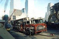 "MACK CF/BAKER Aerialscope 75 FDNY - Ladder 153 v čiiné službě u ,,dvojčat"" v září 2001"