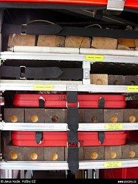 Vysokotlaké vaky Zumro, dřevěné hranoly, zatloukací kolíky